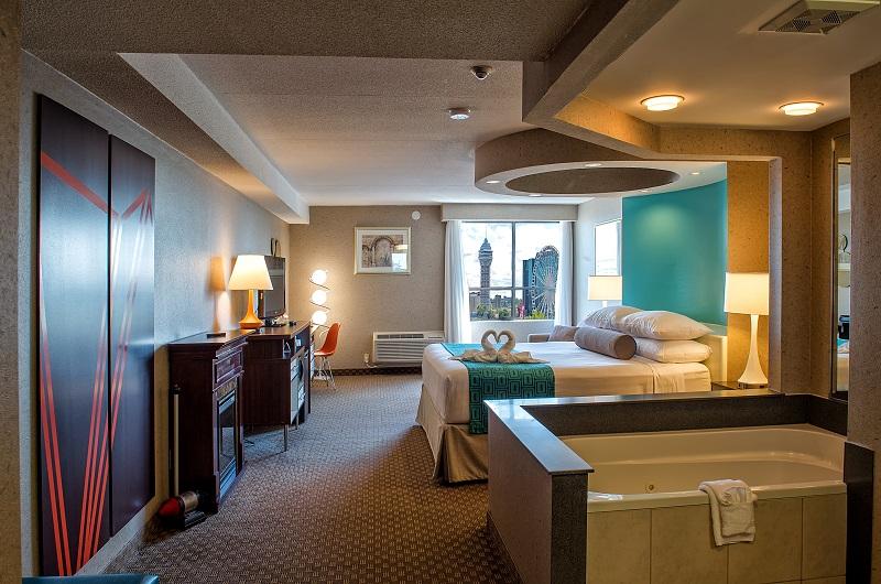 Howard Johnson Plaza Hotel By The Falls Rooms